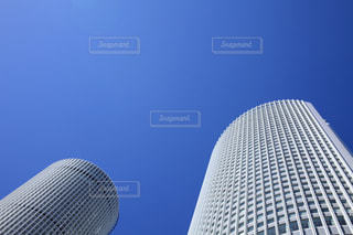 青空とビルの写真・画像素材[702491]