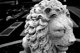 海外の墓地で見つけたライオンの石像の写真・画像素材[1640040]