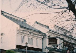 近くの建物の前の通りをの写真・画像素材[897787]