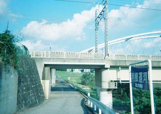 近くの橋の上の写真・画像素材[897864]
