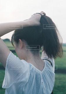髪を結ぶの写真・画像素材[897921]