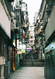 狭い街の通りの写真・画像素材[1285669]