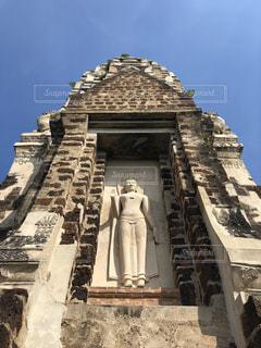 大きい石造りの時計塔のある建物の写真・画像素材[1761212]