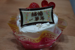 結婚1周年のお祝いケーキです。の写真・画像素材[1263944]