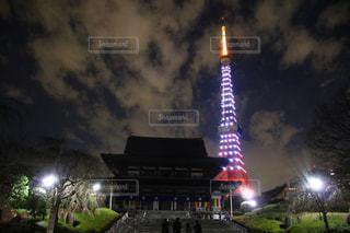夜のライトアップされた街の写真・画像素材[949703]