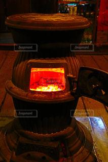 近くにオーブンのアップの写真・画像素材[973914]