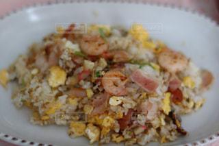 皿に白いご飯の写真・画像素材[980788]