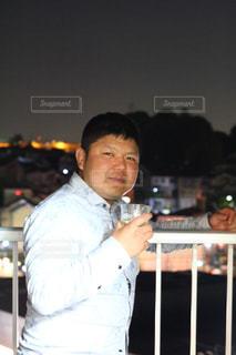 カメラに微笑んで男の写真・画像素材[1119002]