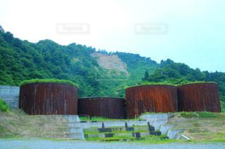 背景の大きな山の写真・画像素材[1272982]