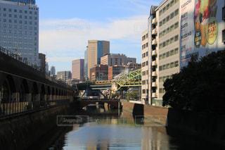 都市の川に架かる橋の写真・画像素材[1507328]