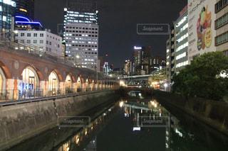 夜の街の景色の写真・画像素材[1507449]