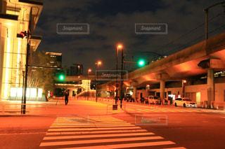 街の通りに信号機の写真・画像素材[1552093]