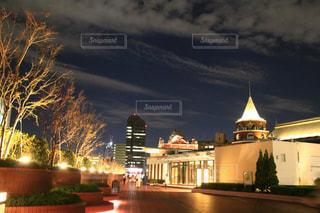夜の街の景色の写真・画像素材[1552114]