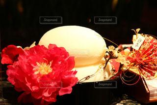 テーブルの上に座って花の花瓶の写真・画像素材[1700226]