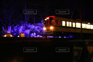 夜はライトアップ鉄道の写真・画像素材[1754468]