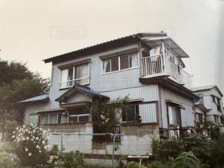 背景にある小さな家の写真・画像素材[3606014]