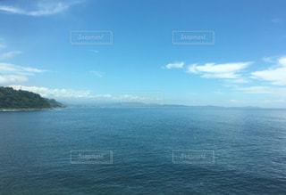 伊豆方面に向かう海岸線からの眺めの写真・画像素材[815028]