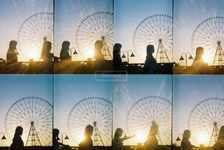 女性,2人,太陽,観覧車,夕方