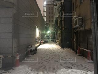雪に覆われた建物の写真・画像素材[985753]