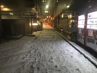 雪に覆われた通り - No.985755