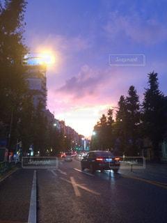 街の通りのビューの写真・画像素材[985797]