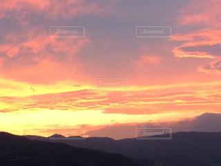 日没の前に雲のグループの写真・画像素材[985806]