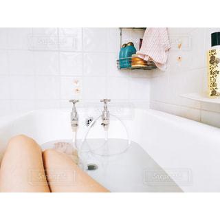 浴槽で女性の写真・画像素材[749760]