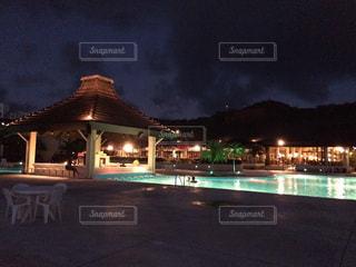 南国 プール 海 サイパン ハワイ グアム オーシャンビュー 夜景 ライトアップ - No.300727