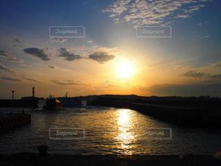 島の夕日の写真・画像素材[957715]