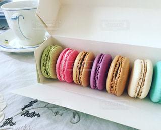 テーブルの上のお菓子の写真・画像素材[1123015]