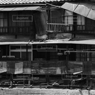 古い建物の白黒写真の写真・画像素材[848498]