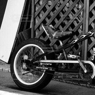 自転車の白黒写真の写真・画像素材[869319]