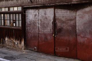 錆びた鉄の扉の写真・画像素材[871282]