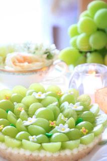 テーブルの上に食べ物の写真・画像素材[754404]