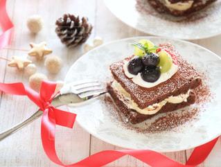 皿の上のケーキの一部の写真・画像素材[879025]