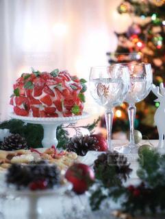 テーブルに飾られたケーキの写真・画像素材[916256]