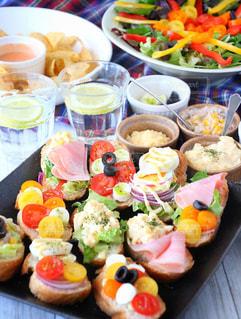 食品の完全なテーブルの写真・画像素材[916275]