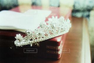 近くのテーブルにケーキのアップの写真・画像素材[1020405]