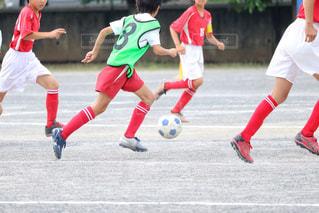 サッカーのゲームの若い男性のグループの写真・画像素材[1051811]