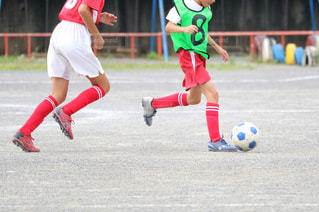 サッカーのゲームの若い男性のグループの写真・画像素材[1051812]