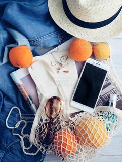 テーブルの上のオレンジのボウルの写真・画像素材[1217008]