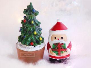 クリスマスの置物 サンタとツリーの写真・画像素材[1604982]