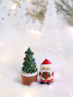 クリスマスの置物 サンタとツリーの写真・画像素材[1604983]