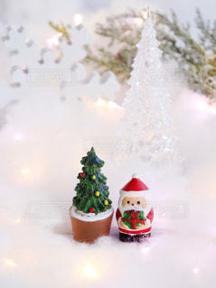 クリスマスの置物 サンタとツリーの写真・画像素材[1604984]