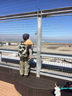 哀愁,後ろ姿,飛行機,子供,背中,いってらっしゃい,ダッフィー,羽田空港,見送り,お迎え,おかえり,寂しそう