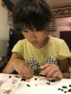 パズルを作る女の子の写真・画像素材[731166]