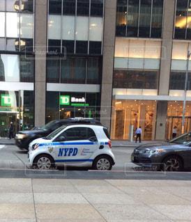 ニューヨークの通りに駐車したミニパトの写真・画像素材[2293142]