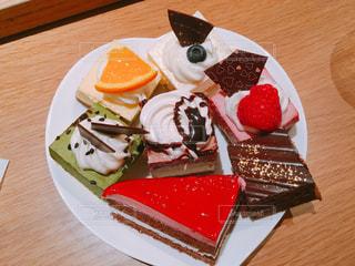 たくさんのケーキの写真・画像素材[899905]