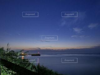 夕暮れと夜の狭間な瀬戸内海の写真・画像素材[765613]