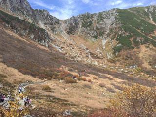 千畳敷カールより-登山者が目指す山頂の写真・画像素材[804718]